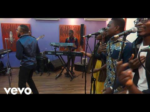 Mike & DeGlorious - Turn Around Praise [Official Video]