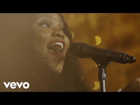 Tasha Cobbs Leonard - Lift Every Voice And Sing